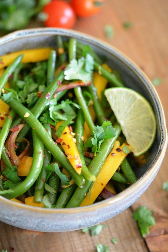 Salade exotique de haricots verts frais à la mangue
