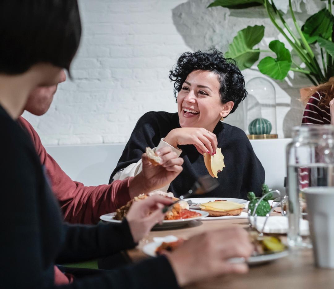 Framer employee Mariam having lunch
