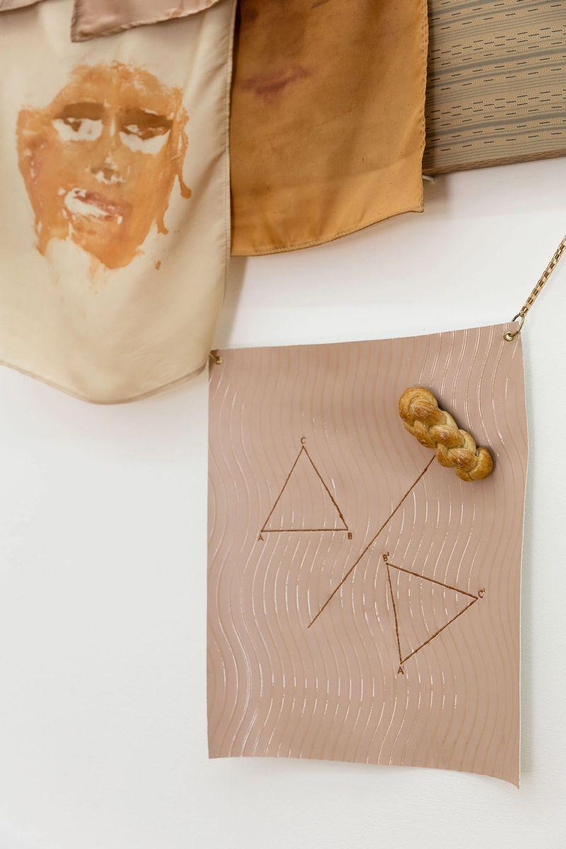 Ana Navas, Pyramide(Detail),2018, fabric, hair, silk paint, bread, epoxy,145 × 155 cm, photo:Sebastian Kissel