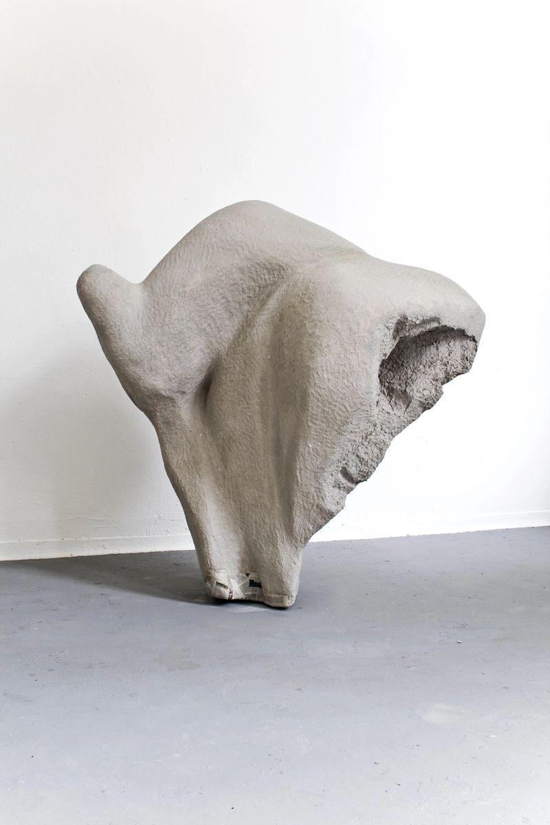 Ana Navas, Elegance (Sarah-Jane),2014, styrofoam, papiermâché, acrylic,150 × 165 × 115 cm