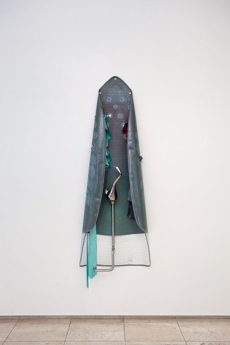 Ana Navas, Iron,2018, pvc, acrylic, metal, fabric, ceramic 195 × 62 cm, photo: Otto Polman