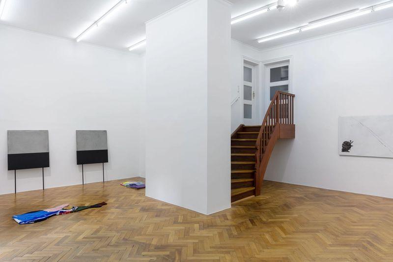 Exhibition View: Malte Zenses, ,Im Regio 3, totale Verwirrung,, 2020, photo: Sebastian Kissel