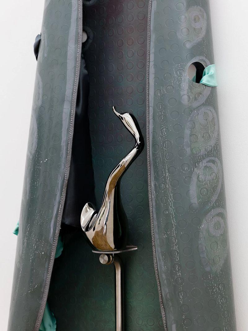 Ana Navas, Iron(Detail), 2018, pvc, acrylic, metal, fabric, ceramic 195 × 62 cm, photo:Sebastian Kissel