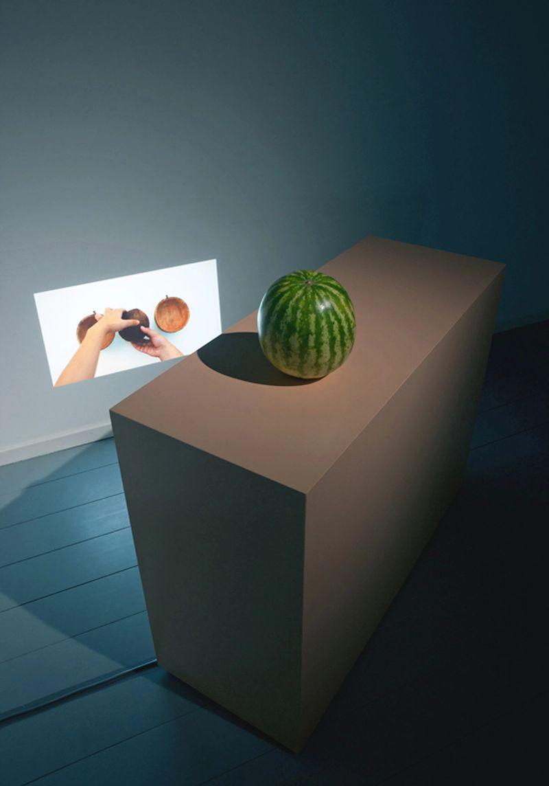 Ana Navas, Untitled (fruits), 2012, videoinstallation, photo:GertJan van Rooij