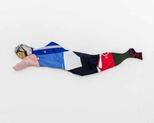 Du und Ich, sehr müde #1, 2020, second hand garments, 270 × 60 × 4,5 cm, photo: Sebastian Kissel
