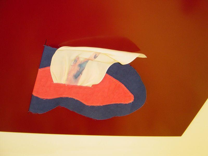 Mundzungen (mit Seide) im Atelier,2021, photo: Timothy Schaumburg
