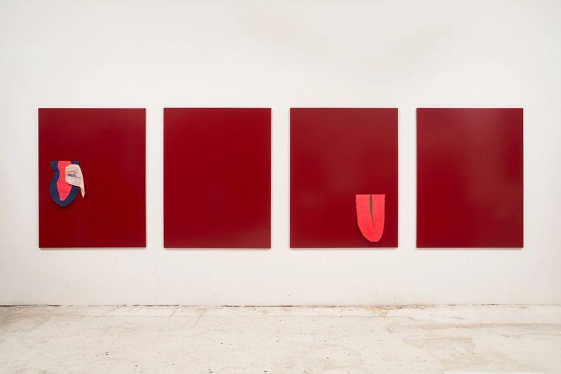 Karin und Heike, Brunch im Freien, 2021, paint and fabric collages on steel plates, 4 × 130 × 100 cm