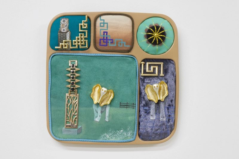Ana Navas, White elephant contemplating Modernism, 2019, plastic plate, acrylic, fabric, trinket,25 × 30 cm,