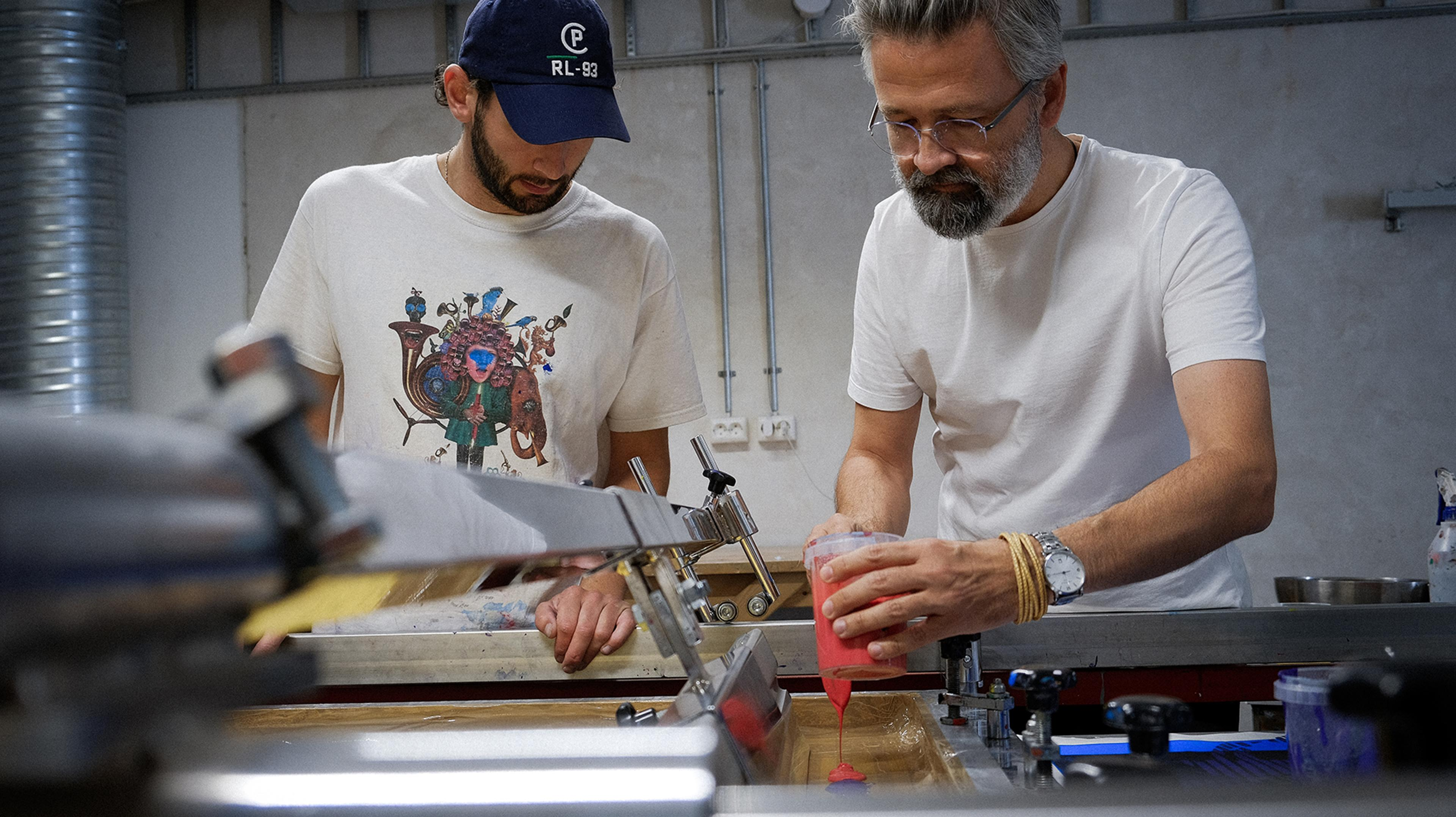 Silketrykk produsert i samarbeid med utvalgte kunstnere