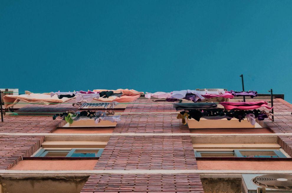 Ist teure Unterwäsche an der Wäscheleine auf dem Balkon von der Hausratversicherung abgedeckt, wenn ein Einbrecher sie klaut?