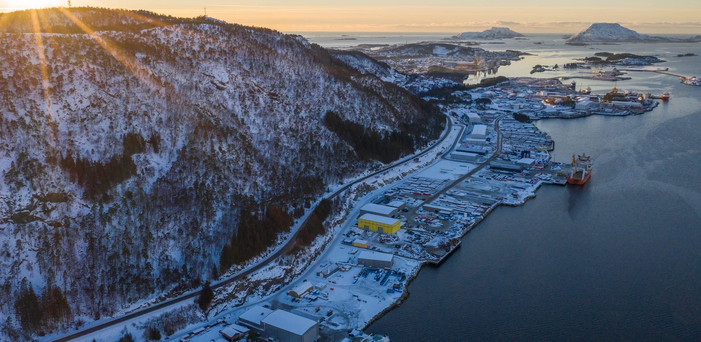Fjord Base, Botnaneset Hovedbilde