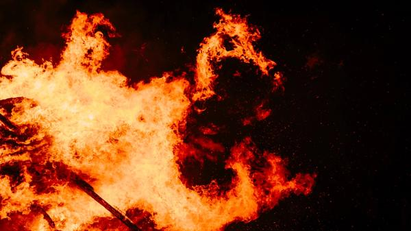 Illustrasjonsbilde av flammer tatt av Michael Barth fra Unsplash