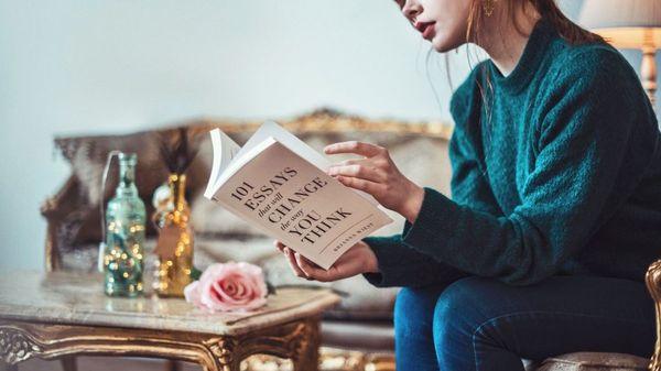 Person som leser bok