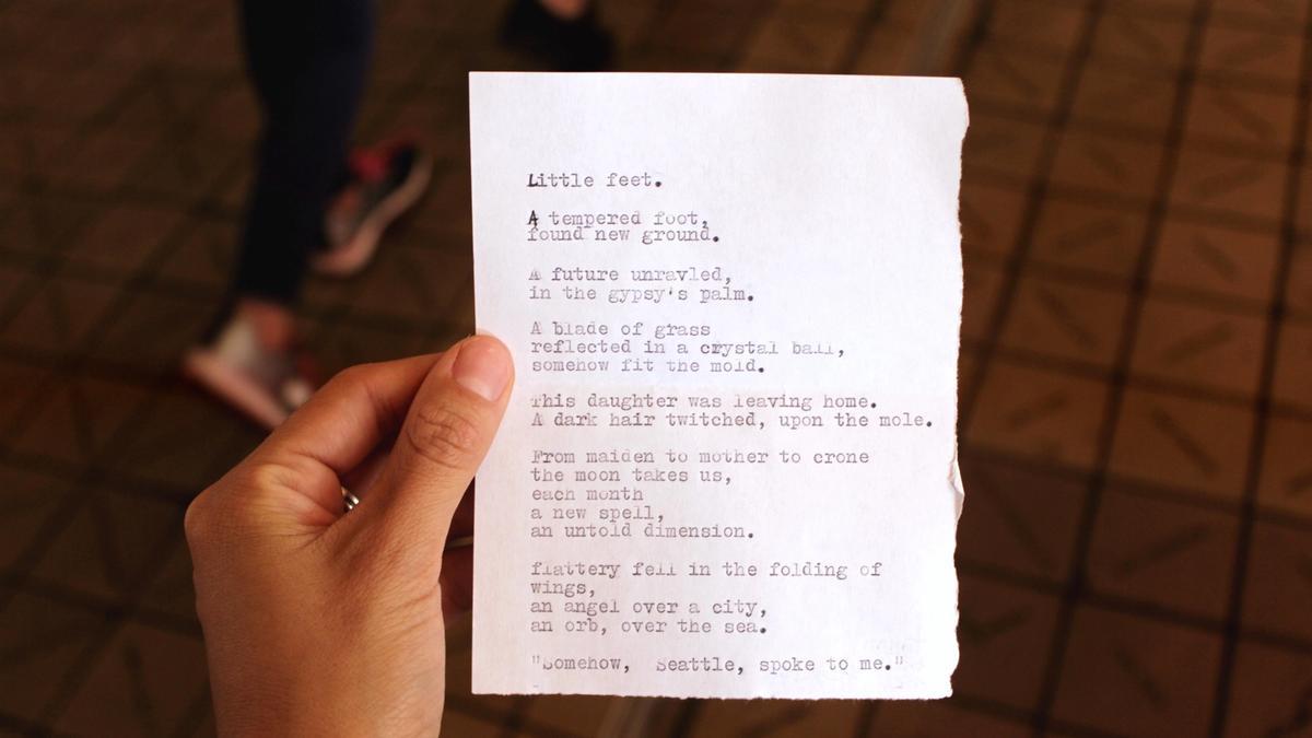 Noen holder opp et dikt