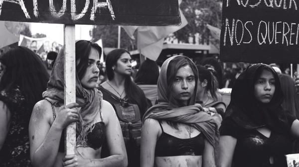 Kvinner som demonstrerer