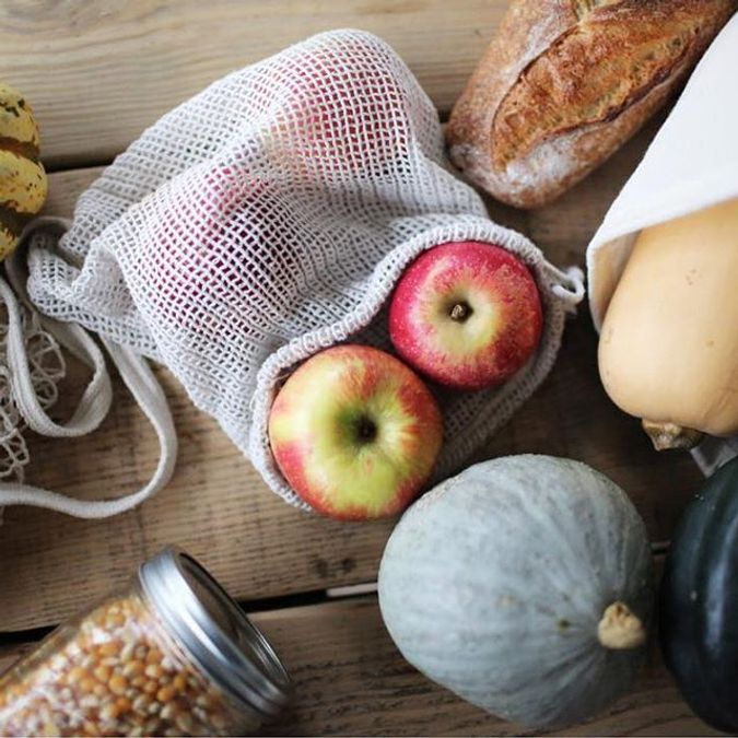 Foto av mat pakket i plastfri pose og glass