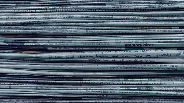 Illustrasjonsbilde av aviser tatt av Utsav Srestha fra Unsplash