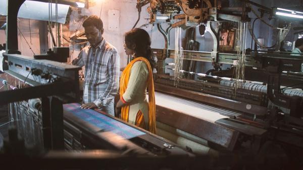 Mennesker i klesfabrikken