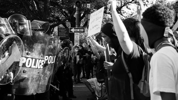 Black Lives Matter demonstrasjon i Washington DC, 1.juni 2020. Bilde tatt av Koshu Kunii fra Unsplash
