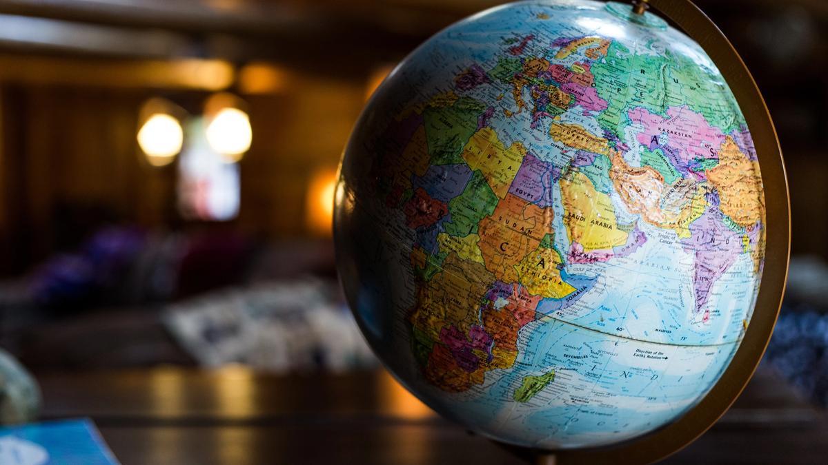 Foto av en globus. Illustrasjonsbilde tatt av Kyle Glenn fra Unsplash