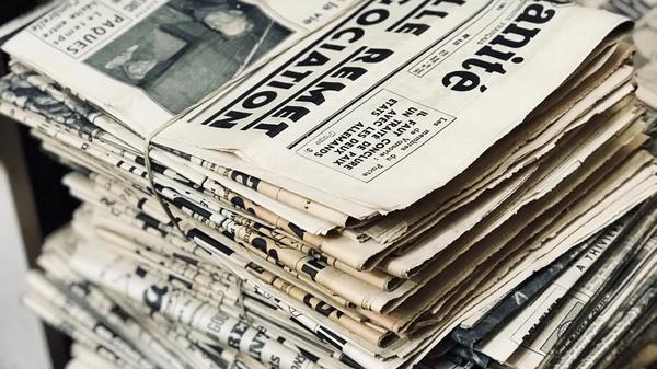 En haug med aviser