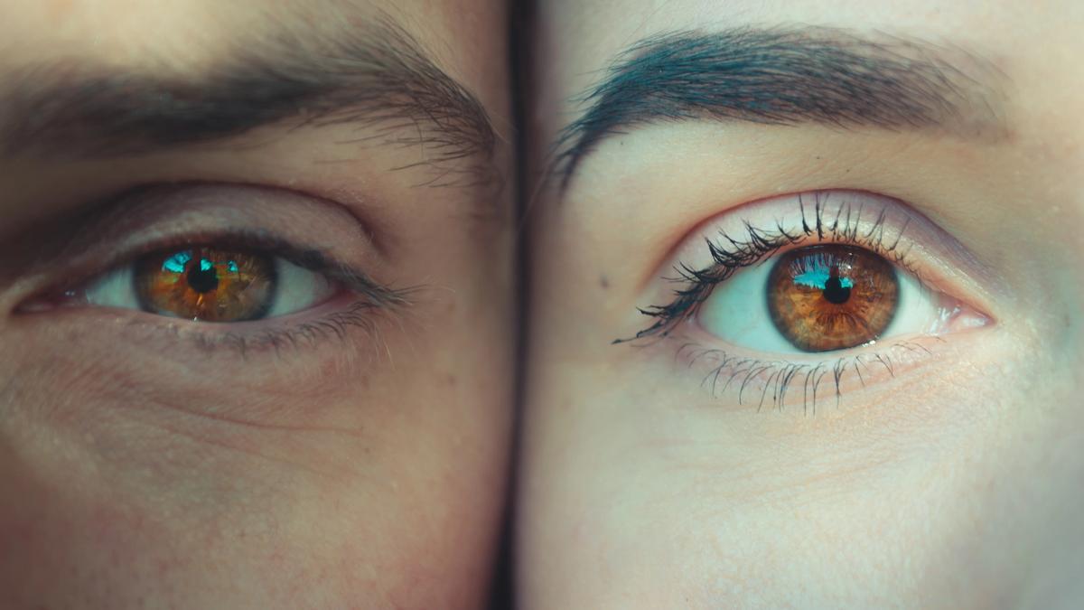 Illustrasjonsbilde av to ansikter med brune øyner tatt av Andriyko Podilnyk fra Unsplash