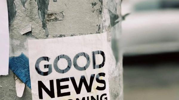 Bilde av en plakat hvor det står: Good news is coming. Illustrasjonsbilde fra Unsplash