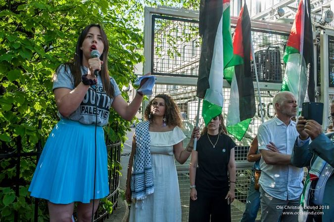 Tora Systad Tyssen, leiar av Fellesutvalget for Palestina under ei Nakba-markering. Bilete teke av Synne Dahl.