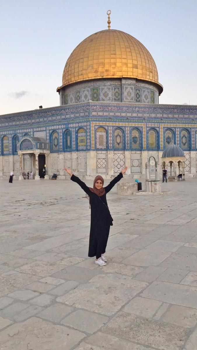 Skribenten foran Al-Aqsa moskeen (foto privat)