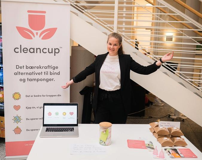 Bilde av Lene Elisabeth Eide ved standen sin for CleanCup