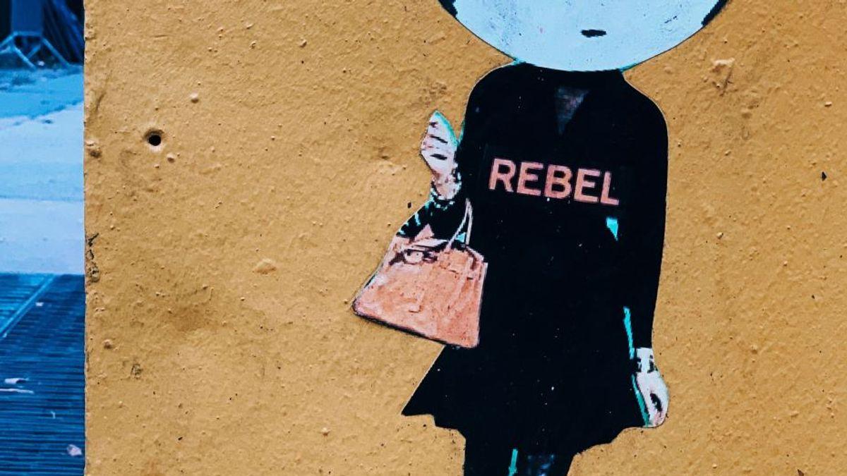 En jentes maleri på veggen