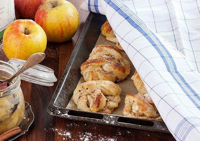 Äppelbullar med färskost och kardemummaströssel