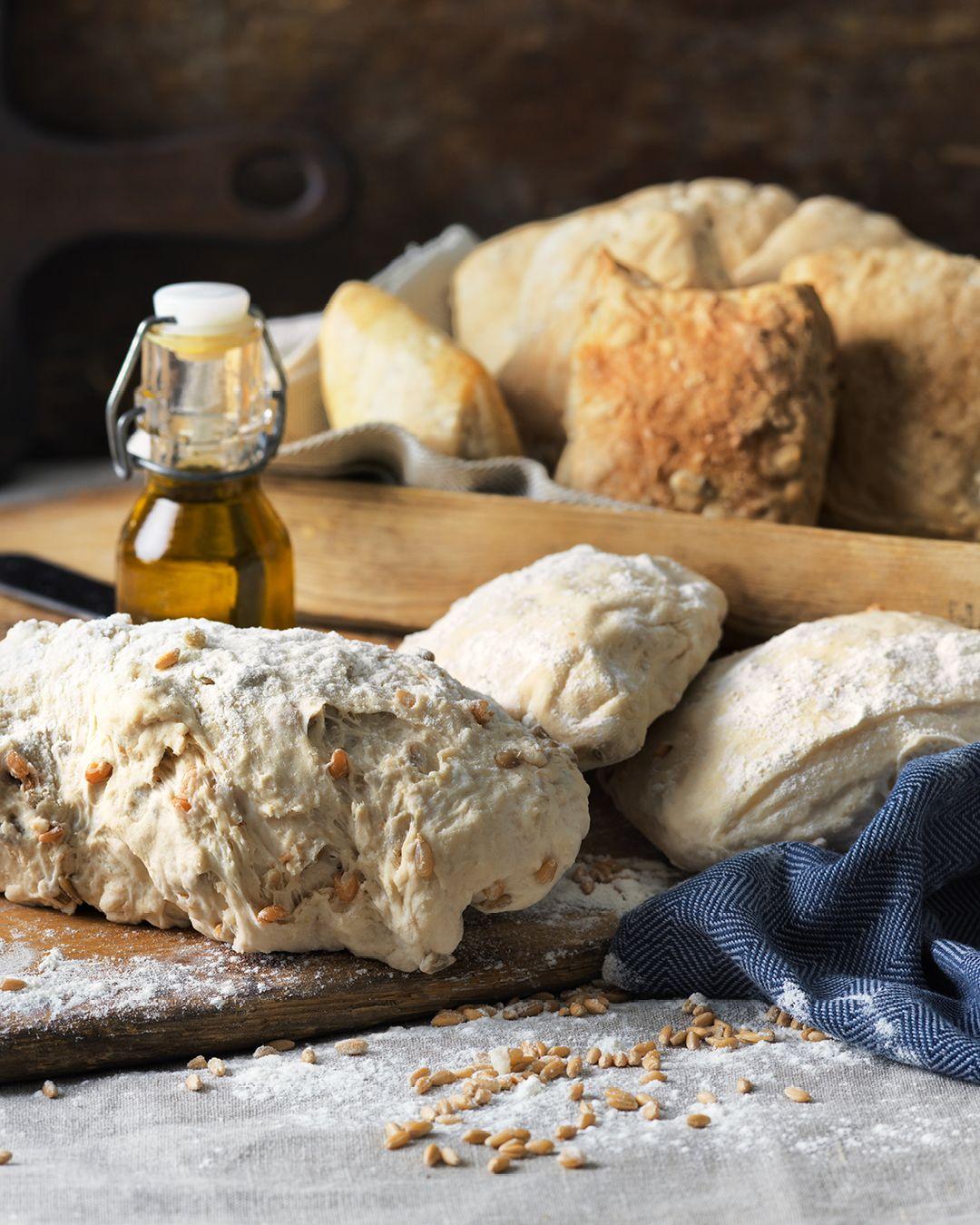 Hembakat bröd med hel dinkel