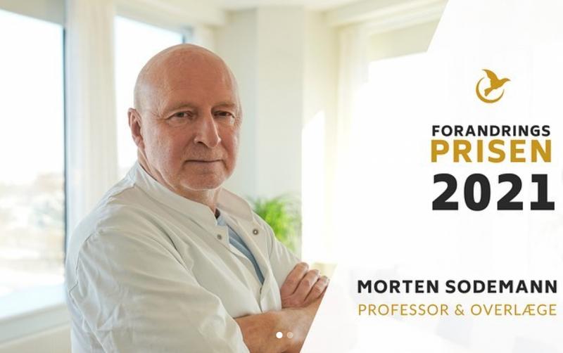 Næstformand i SIS, Morten Sodemann, modtager