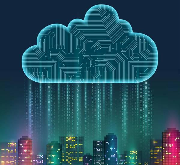 Mand på compuer med Cloud / Sky funktionaliteter.