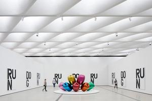 Gallery featuring work by Jeff Koons and Christopher Wool