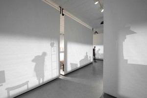 Projected moving silhouettes contextualize curated objects
