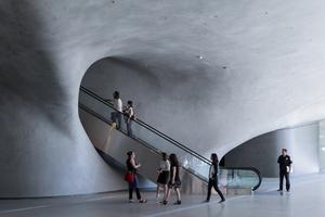 Lobby with 105-foot escalator to gallery above