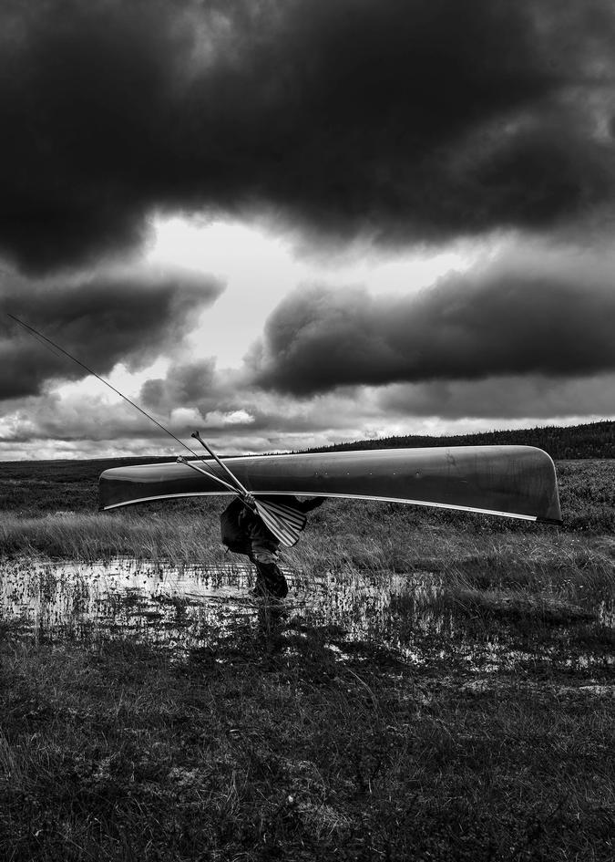 Jens carrying a canoe