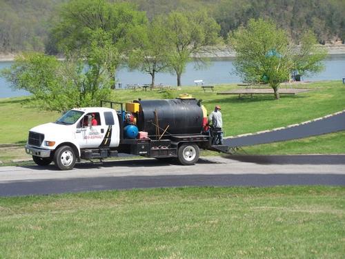 spraying-sealcoat-by-truck