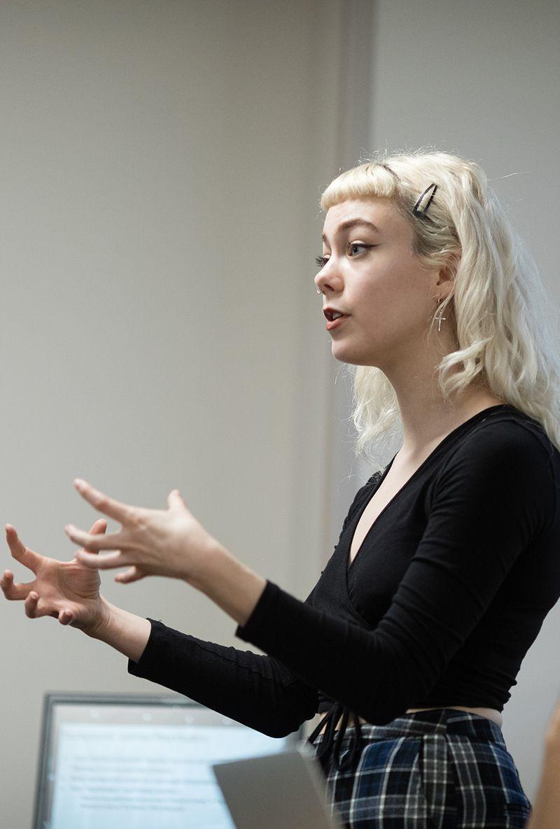 Madeleine Scott '19 speaks in her seminar class.