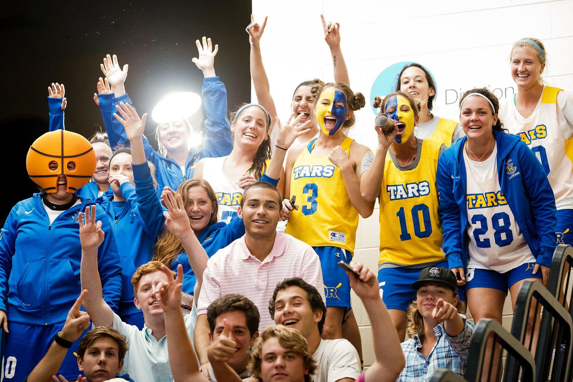 Tars fans cheer on the men's basketball team.