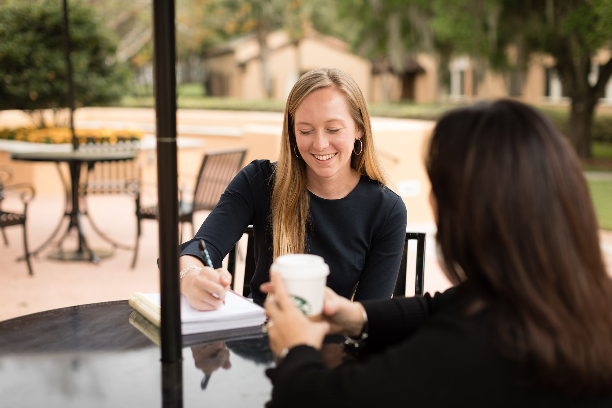 Student meets with her alumni mentor on Rollins campus.