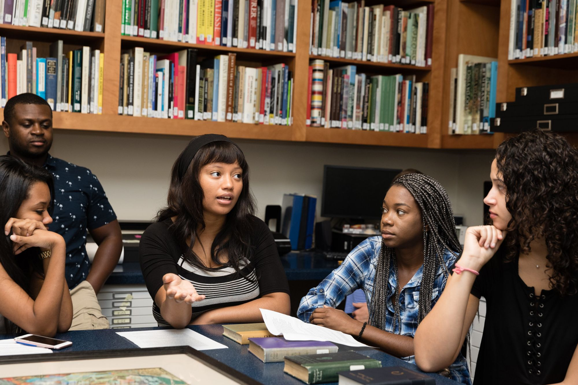 Students having a discussion in the Cornell Fine Arts Museum.