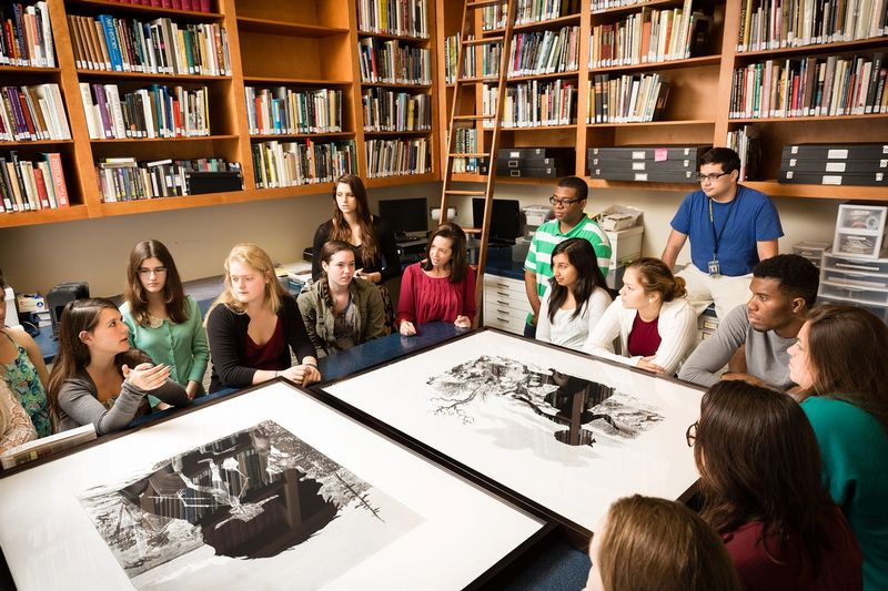 A class discusses a pair of black and white photographs.