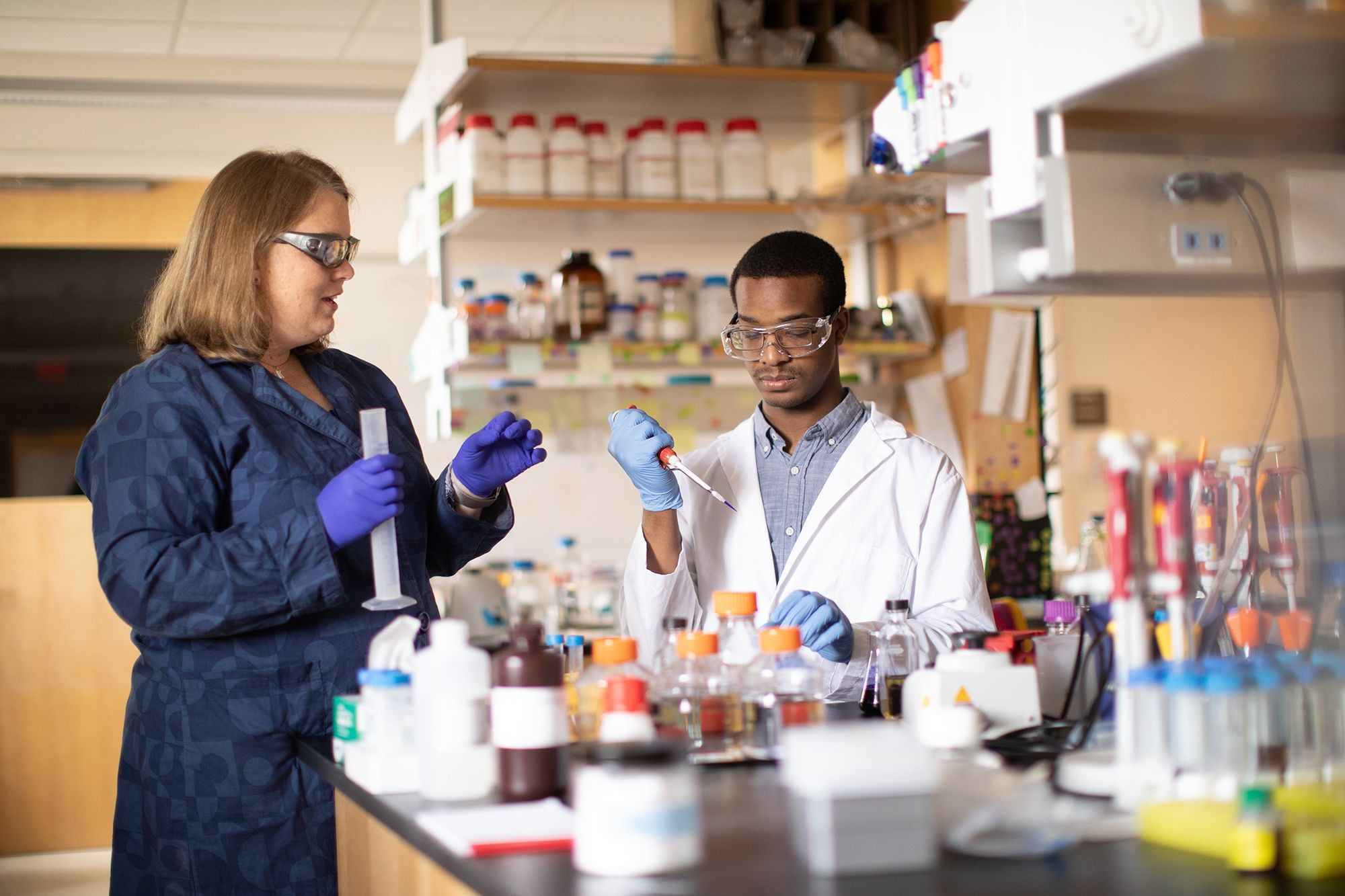 Brandon McNichol '19 and chemistry professor Kasandra Riley conduct an experiment in the lab.