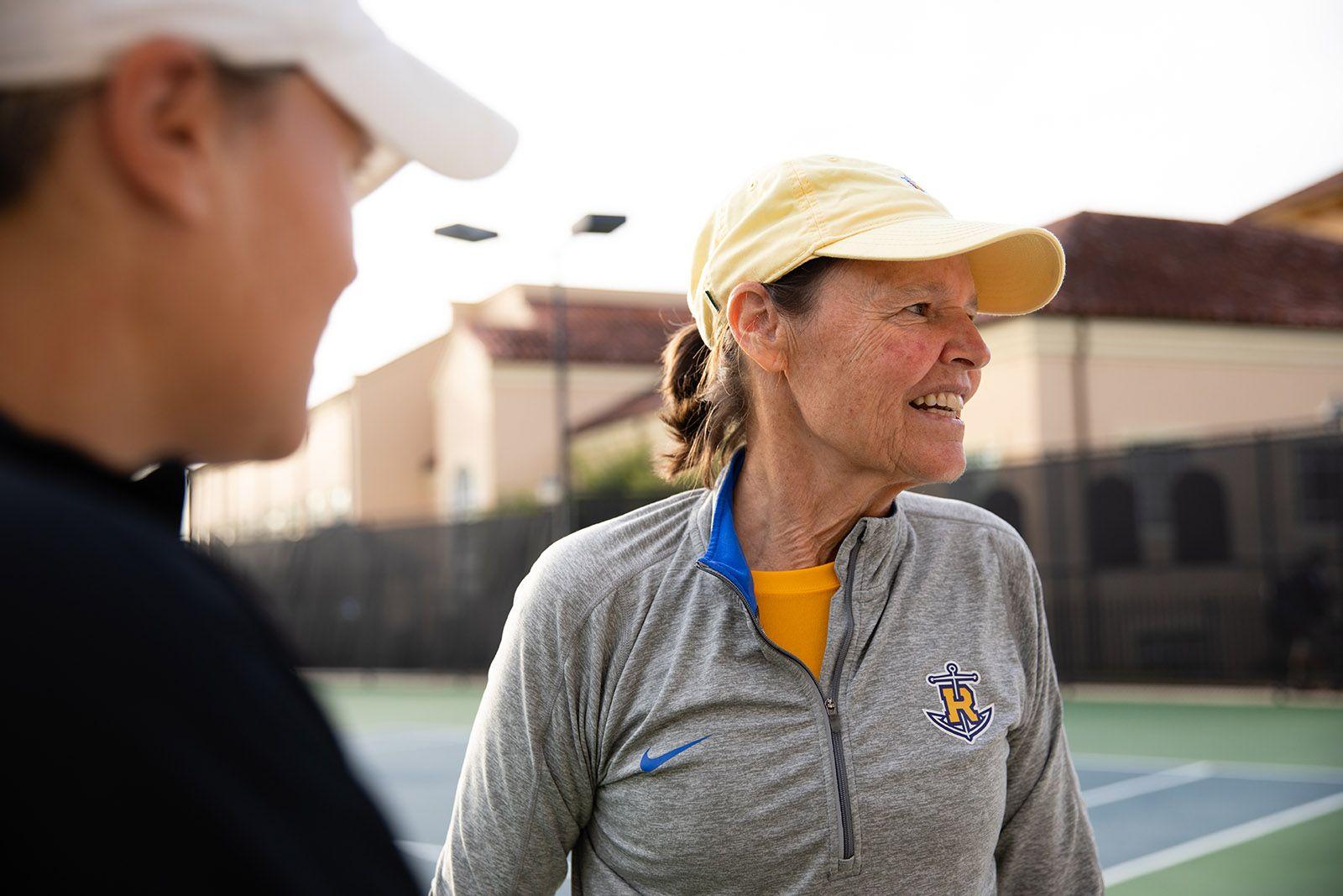 Kaiser and Hutnick on a tennis court.
