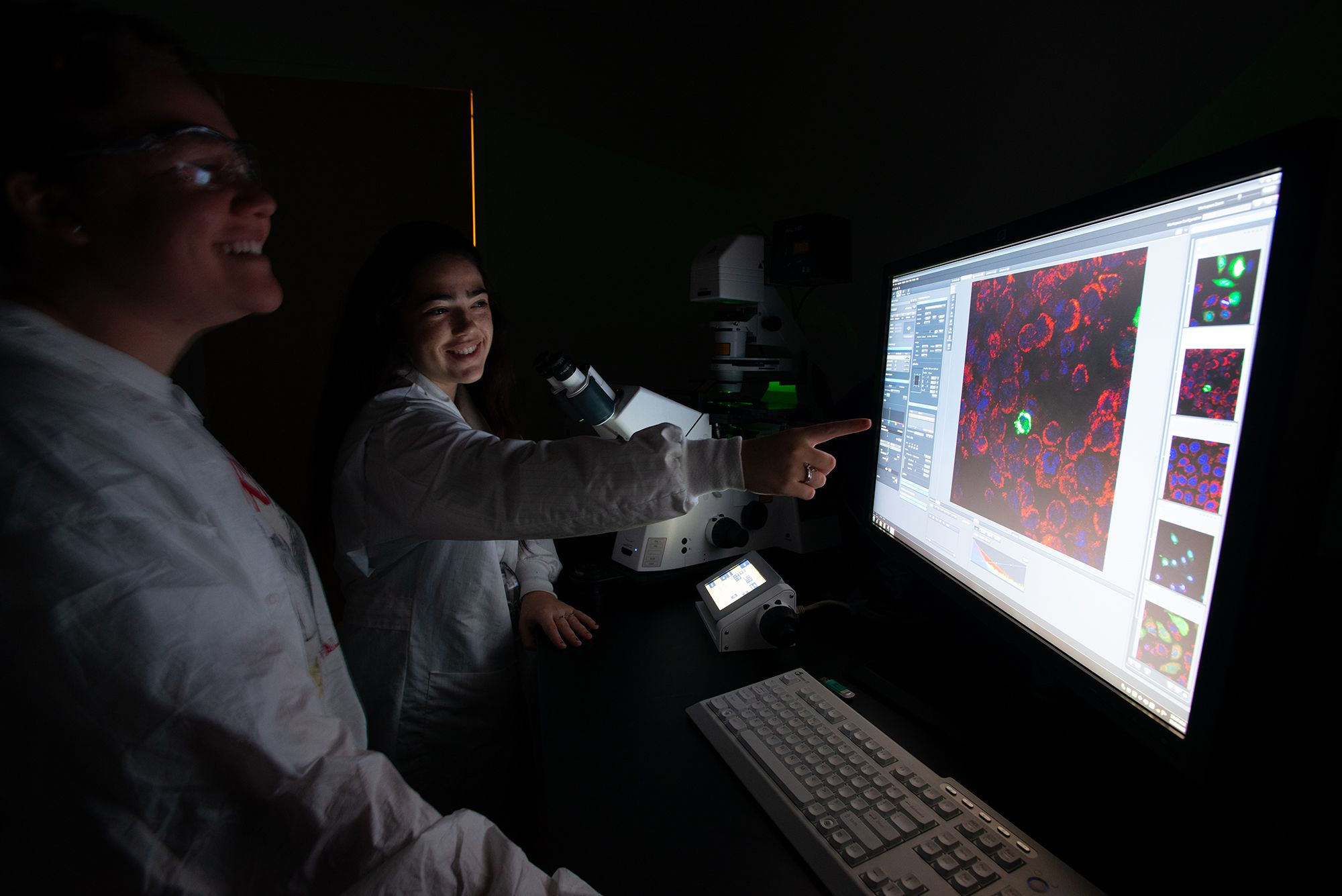 Students looking at cell structure on a computer monitor.