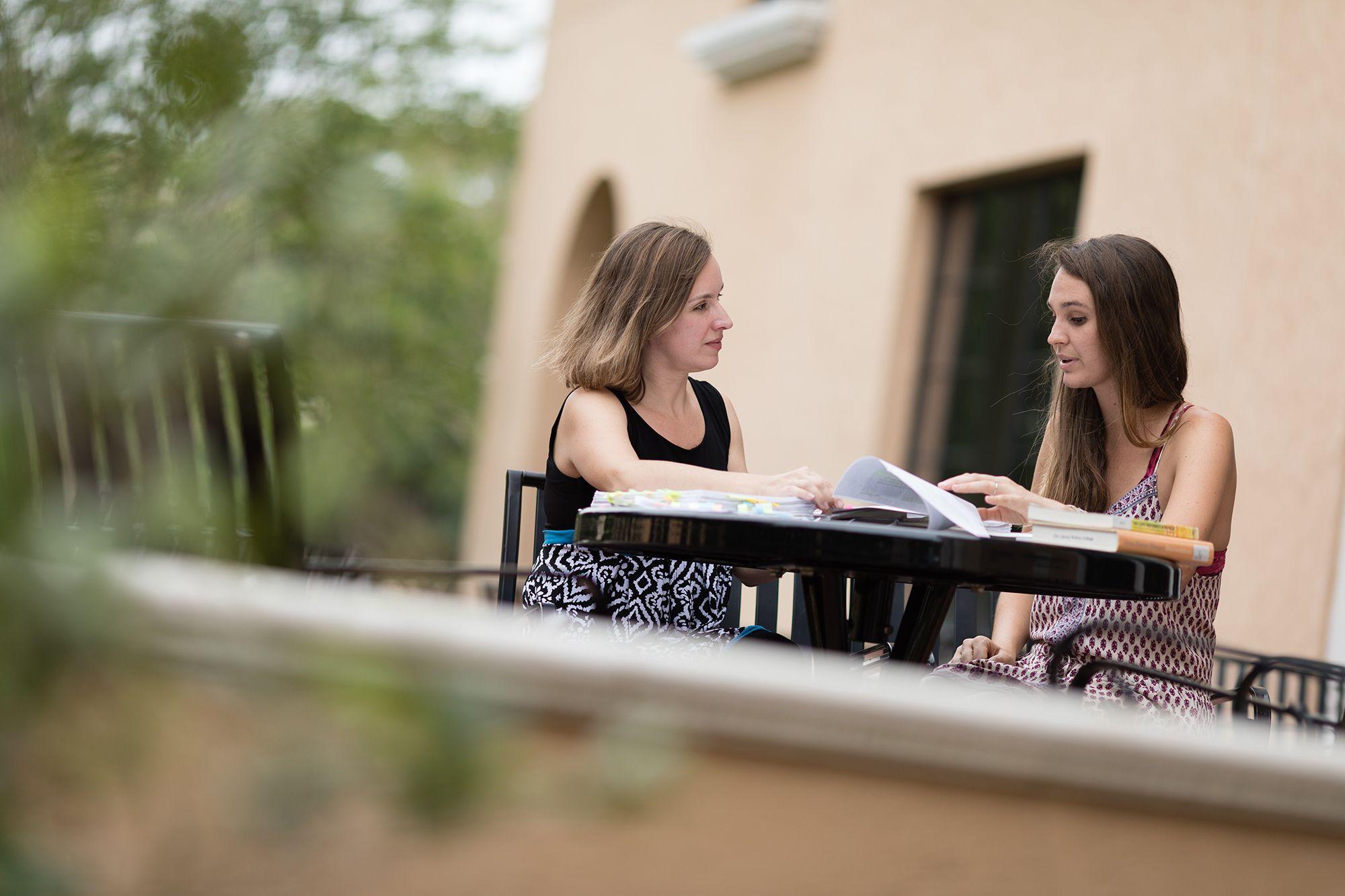 SJ Renfroe '18 and one of her mentors, anthropology professor Rachel Newcomb.