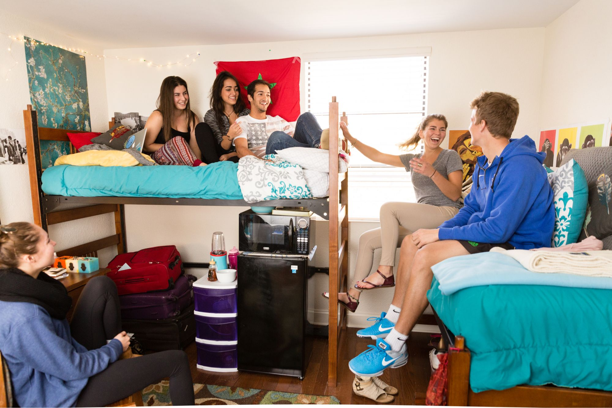 Students hang out in a dorm room.